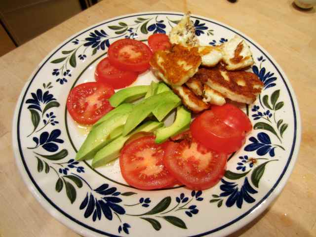 Avocado, tomato and Halloumi