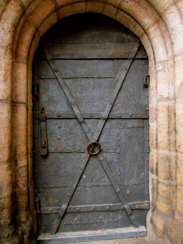 caste door