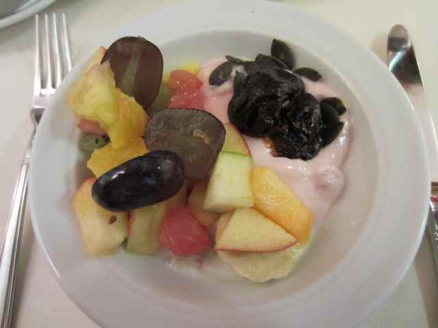 fruit, yogurt and cereal