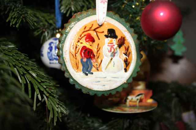 Painted shortbread decoration