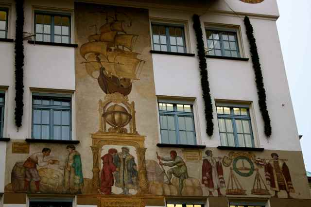 Paintings on buildings 1