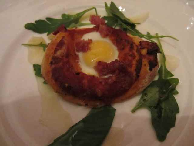 Quail's egg and bacon pizza