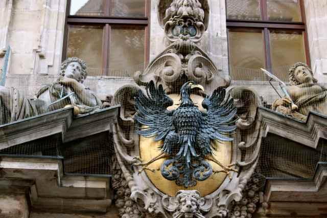 Rathaus sculptures 2