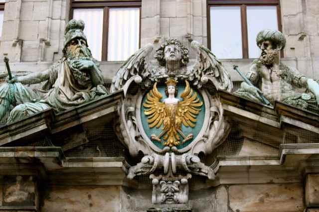 Rathaus sculptures 3