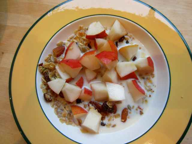 Muesli and pear 1