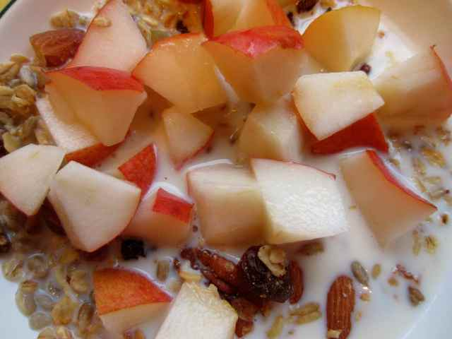Muesli and pear
