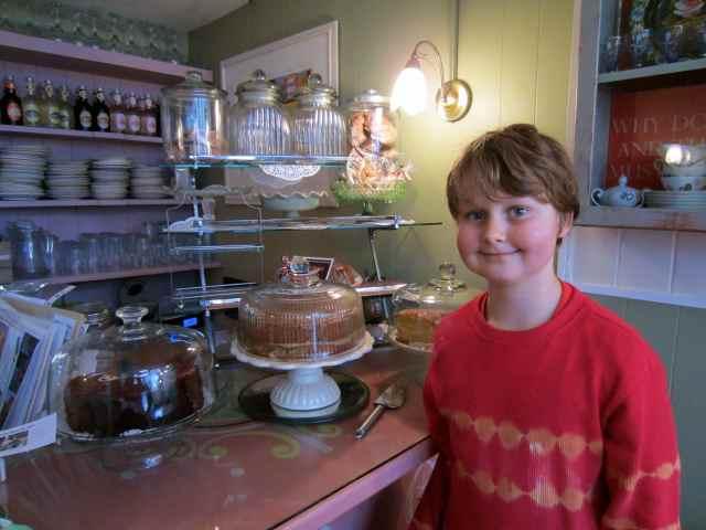 Oscar's Festival Cafe cakes