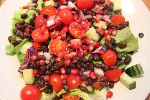 Pomegranate and black bean salad 2