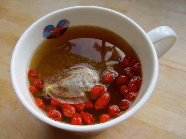 Goji and lemon tea