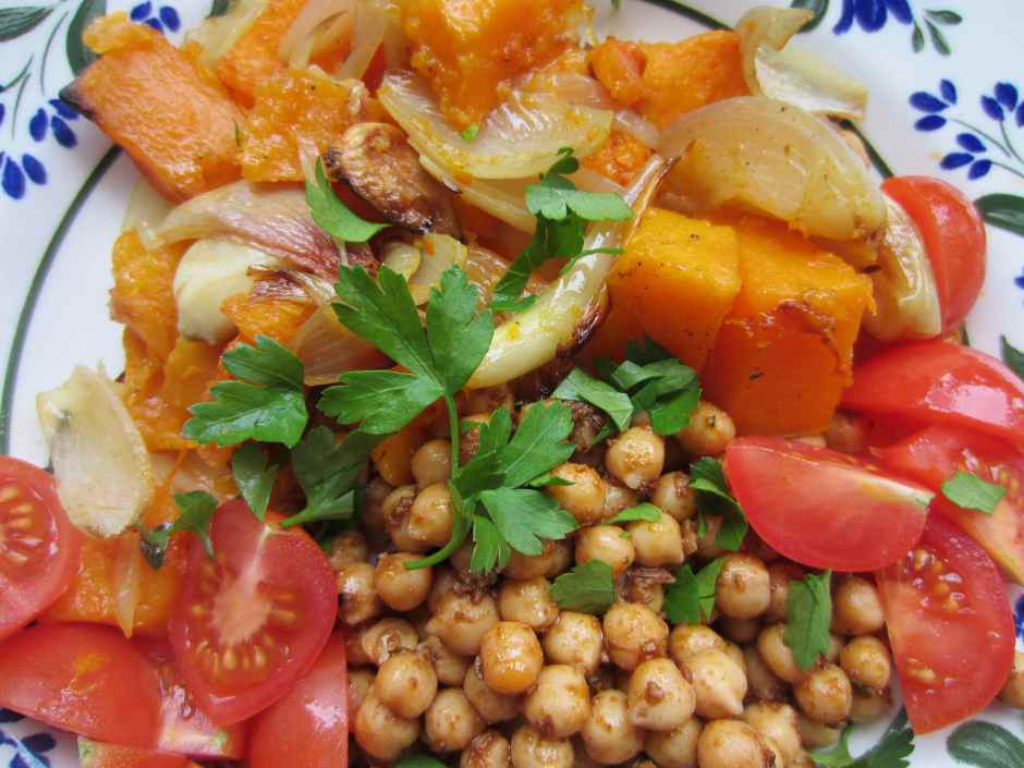 Merguez chick peas close up
