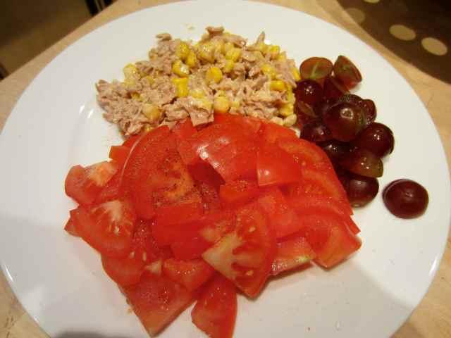 tomatoes, tuna and grapes