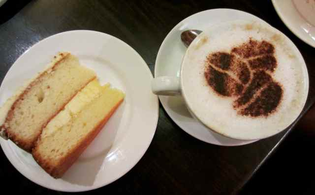Cappuchino and lemon cake