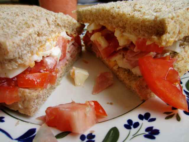 egg, ham and tomato sandwich