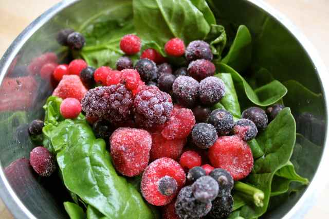 spinach and frozen berries