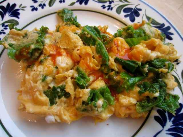 eggs and kale and cholula