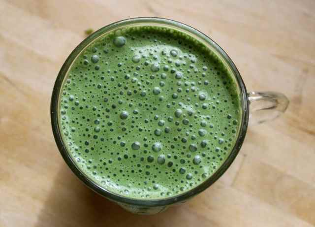 Foamy green smoothie