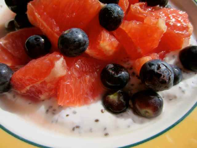 Grapefruit, blueberries and yogurt