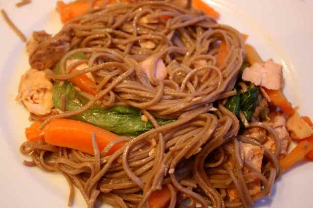 soba noodles with salmon, pak choi and carrots