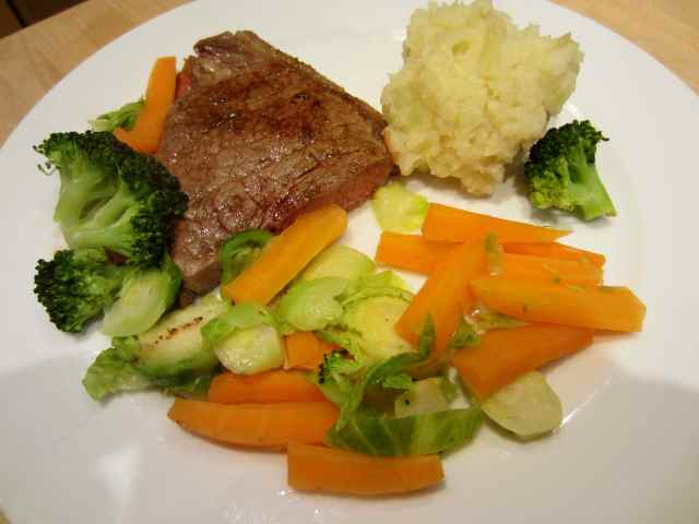 steak mash and veg