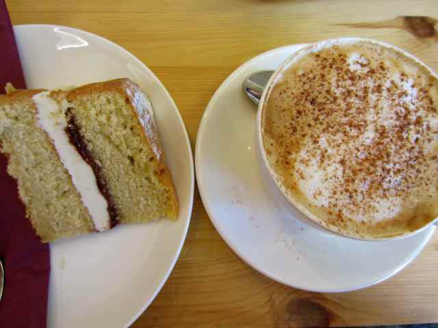 Victoris Sandwich and Cappuchino
