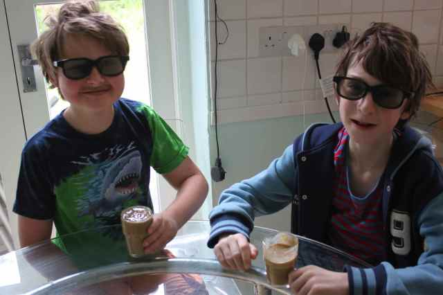 H and H with smoothies and glasses