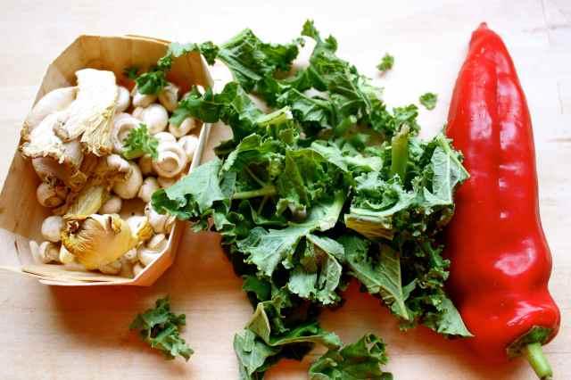 mushrooms, kale and pepper