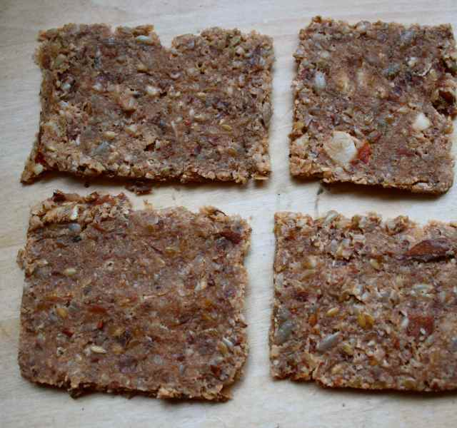 Nut and flax seed crackers