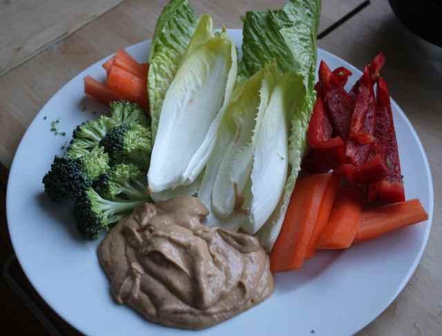 Raw veg with guac and tahihini dip