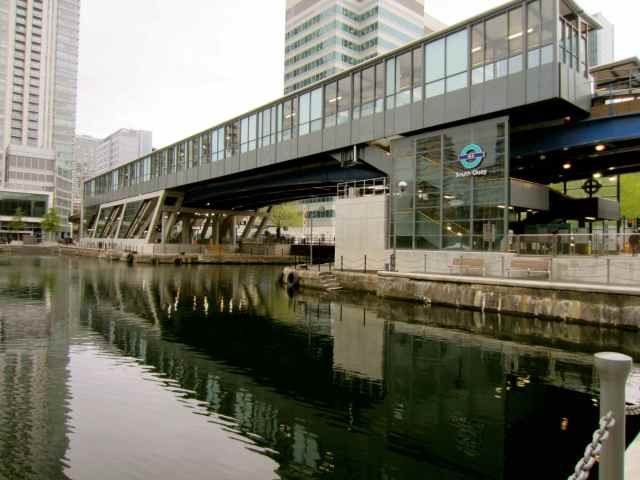 walking to South Quay DLR