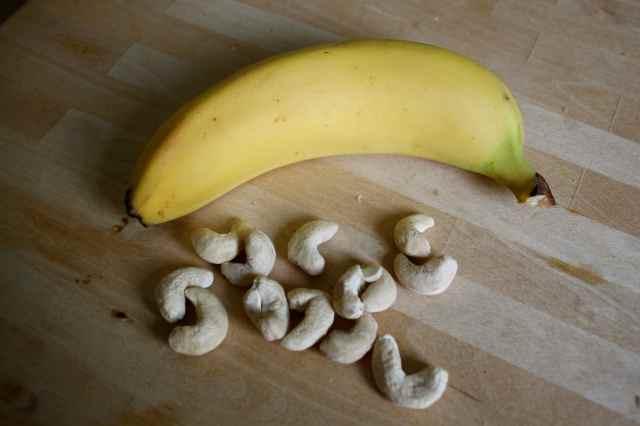 banana and cashews