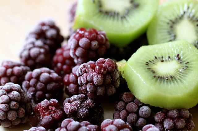 Blackberries and kiwi