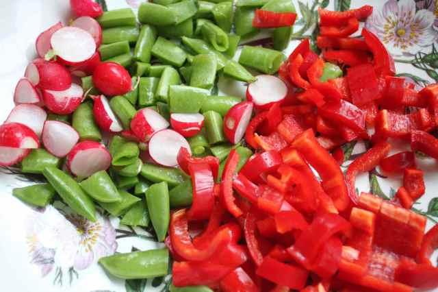 making salad 9-6-13 2