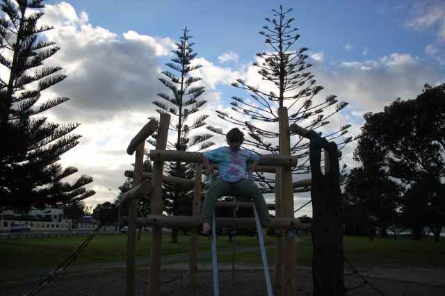 H on climbing frame