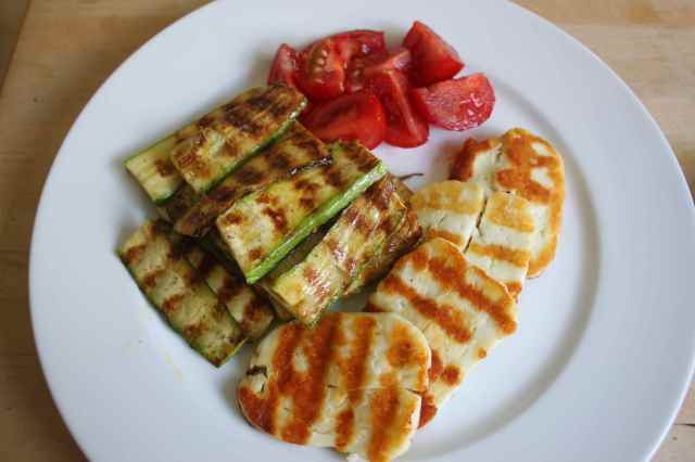 Halloumi, courgettes and tomatoes
