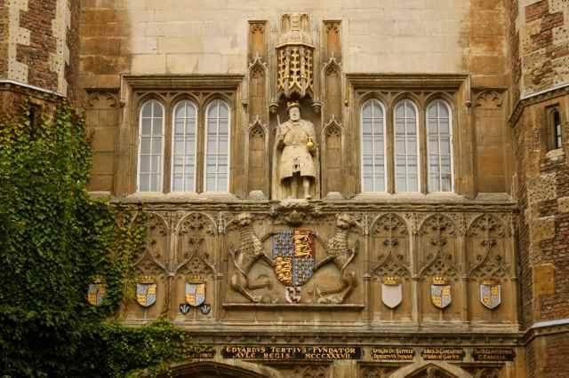 Henry VIII with chir leg