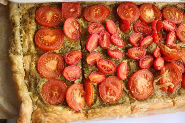pesto and tomato tart