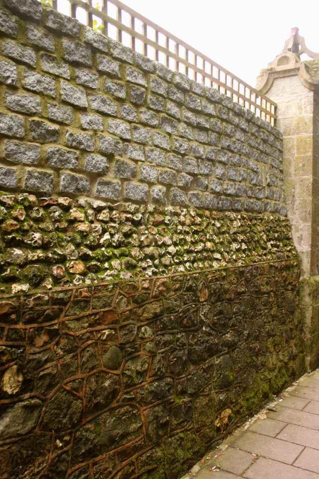 3 stones wall