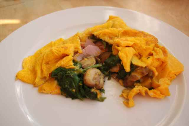 omelette with spinach and mushrooms