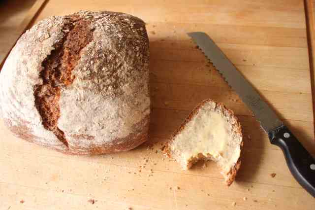 rye bread with slice