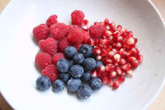 3 fruits in white bowl