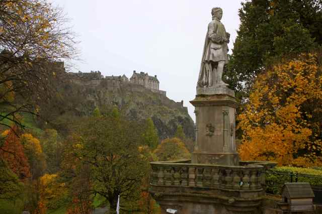 Edinburgh man statue