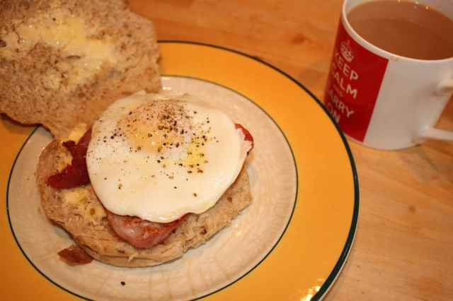 egg and bacon in a bap