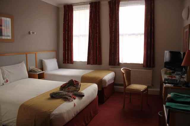 Jury's Inn hotel room