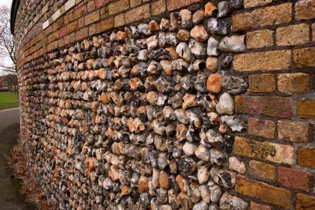 pebbel wall