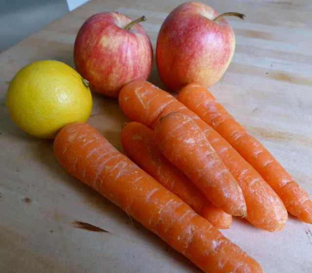 carrots, apples and lemon