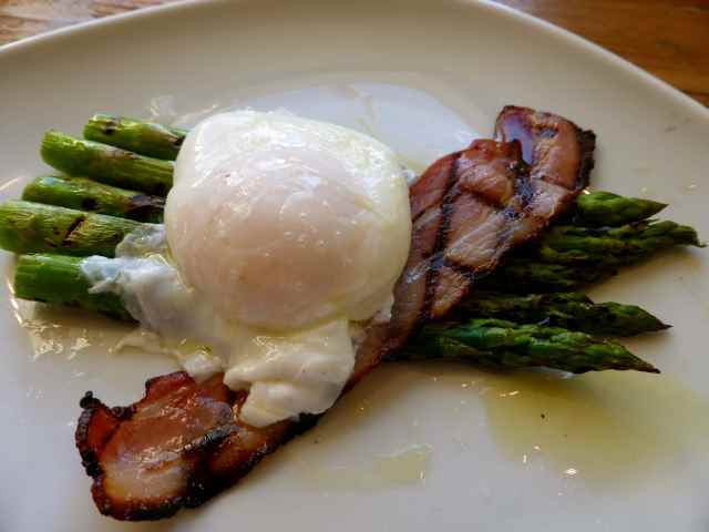 egg and asparagus