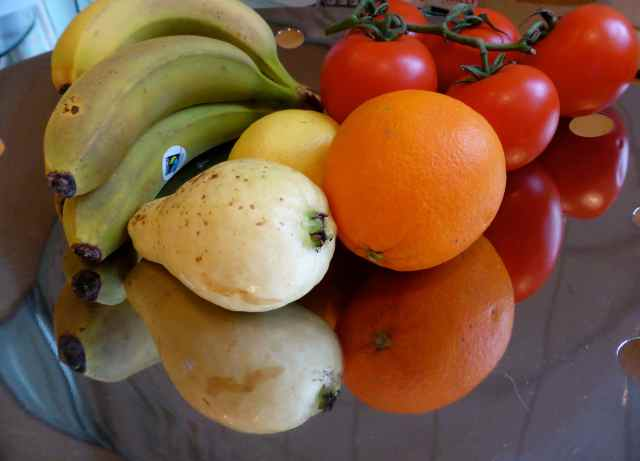 fruit in fruit bowl