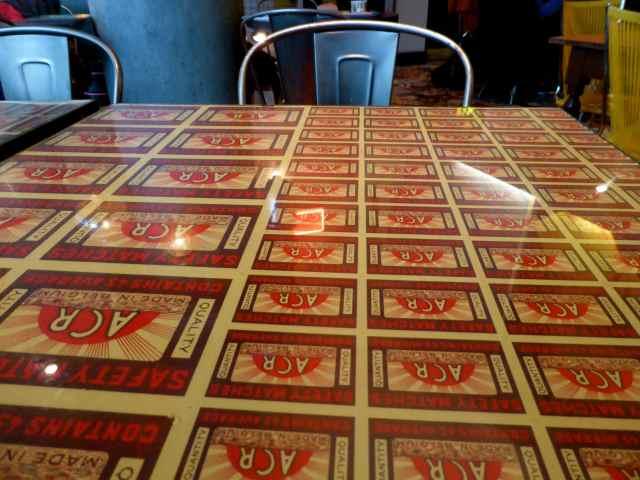 Leon table