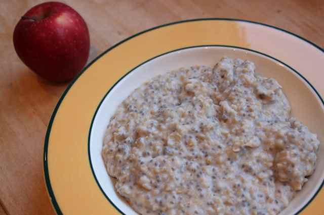 oats with red apple