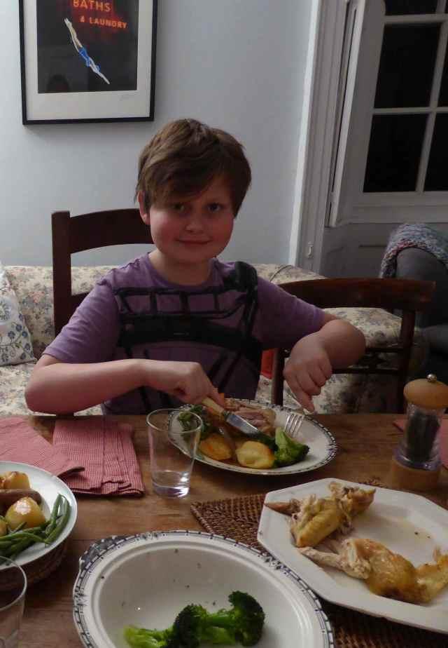 H having dinner